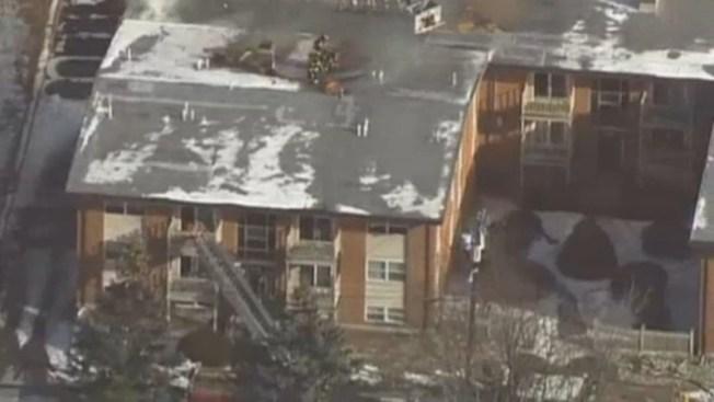 35 desplazados por voraz incendio en edificio