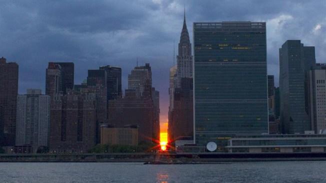 "El afamado ""Manhattanhenge"" ilumina Nueva York"