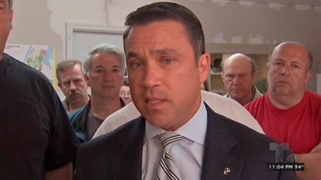 Excongresista Grimm a cárcel por fraude fiscal