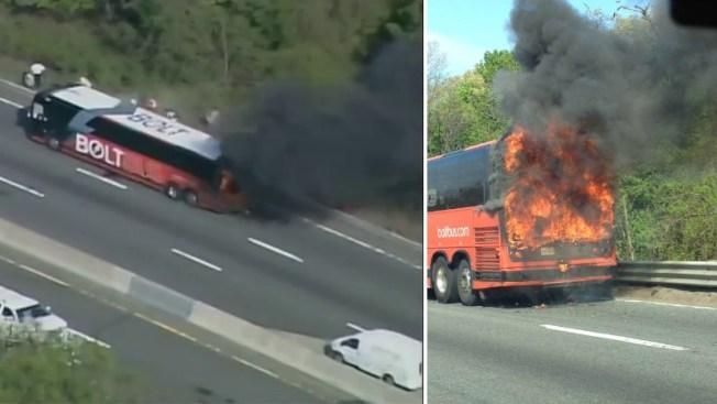 Colapsa Mass Pike por bus que estalló en llamas