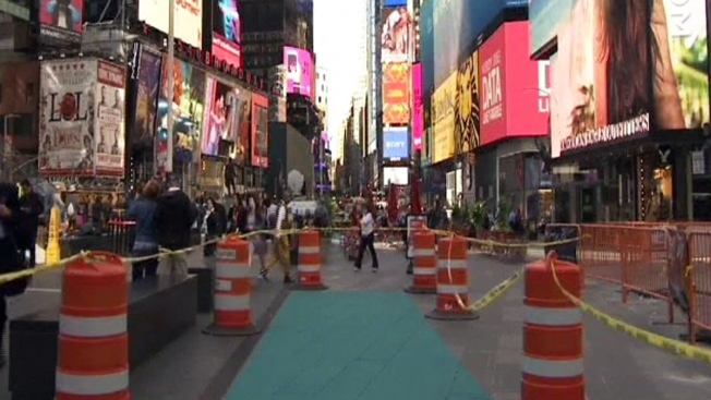 Súper héroes se tornan villanos en Times Square