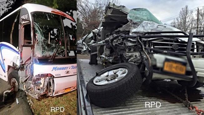 Chofer destroza su auto contra un bus y se da a la fuga