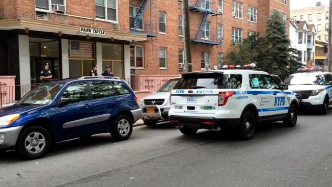 Atacan y roban arma a policía en el Bronx