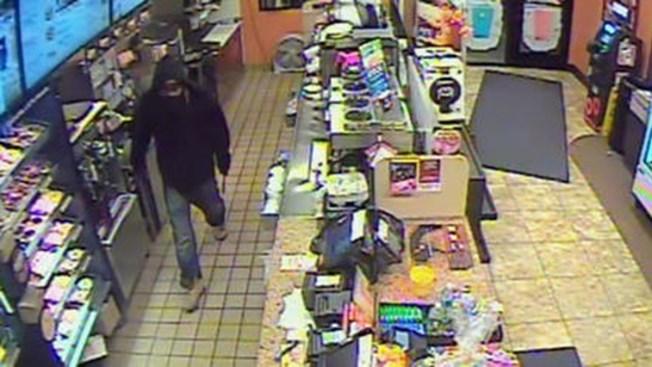 Buscan a posible ladrón en serie en Queens