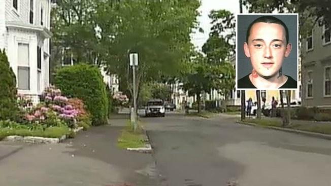 Policía hiere a joven tras apuñalamiento