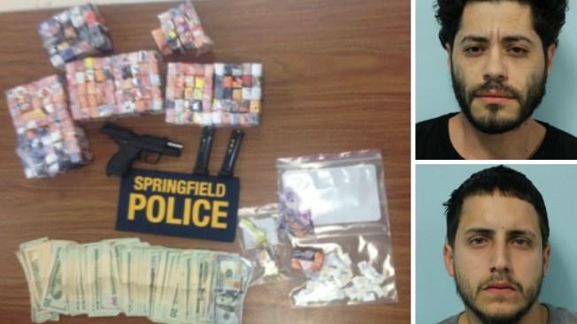 Arrestados con más de 9,000 bolsas de heroína