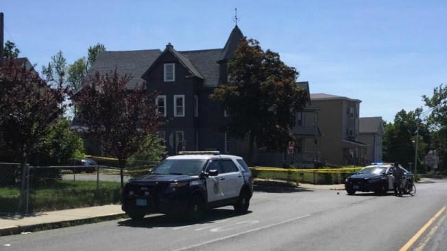 Joven muere tras presunto tiroteo de pandillas