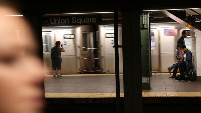 A más de 100 grados, arde el subway en NY