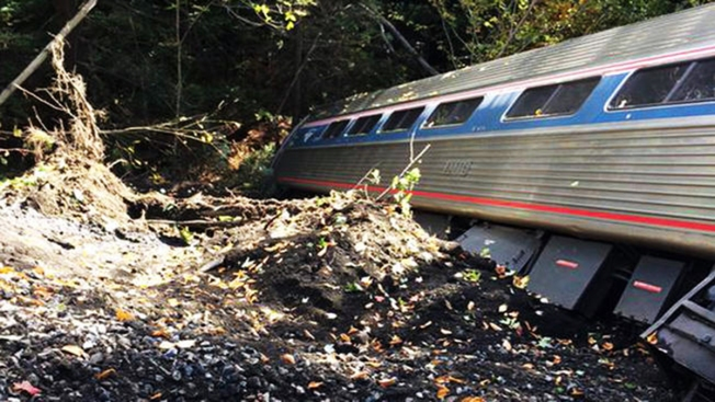 Tren de Amtrak se descarrila y deja heridos