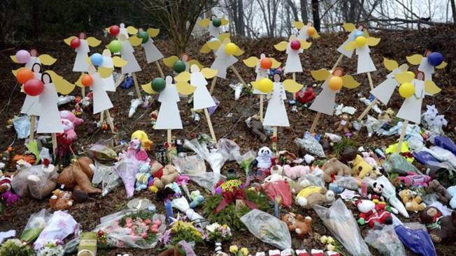 Newtown: Fabricante de armas pide retirar demanda tras masacre