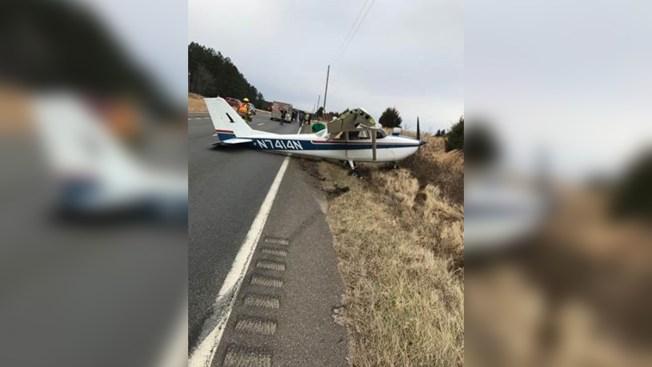 Sorprende aterrizaje de emergencia sobre carretera en Virginia
