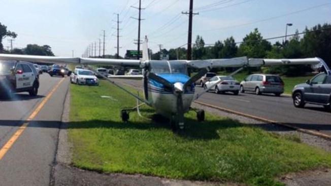 Avioneta aterriza en autopista de Nueva Jersey