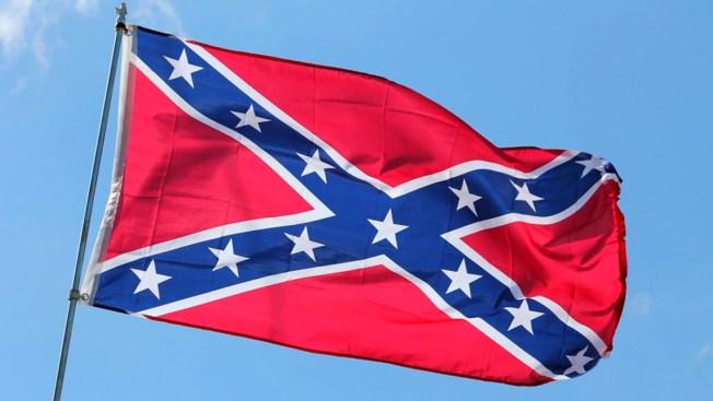 Alabama retira banderas confederadas