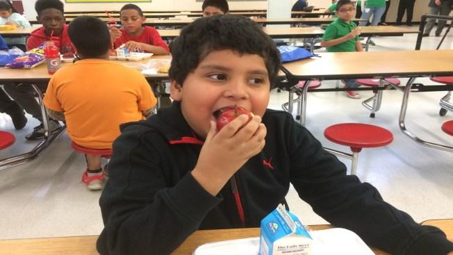 Estudiantes podrán comer gratis este verano
