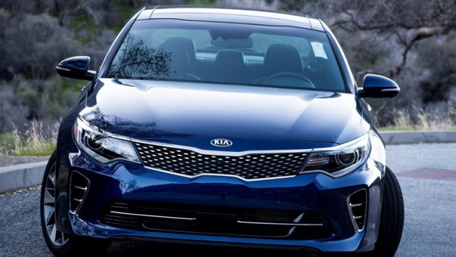 Investigan denuncias de miles de incendios en autos Hyundai y Kia