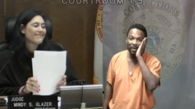 ¡Jueza y acusado se conocían de la escuela!