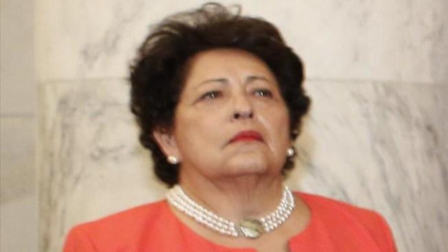 Renuncia directora de personal del gobierno