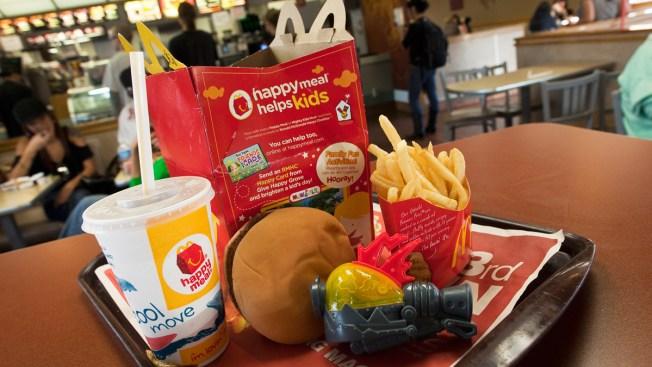 McDonald's retira dos productos del cartel de su menú infantil
