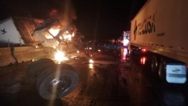 Autopistas mexicanas viven una jornada de caos