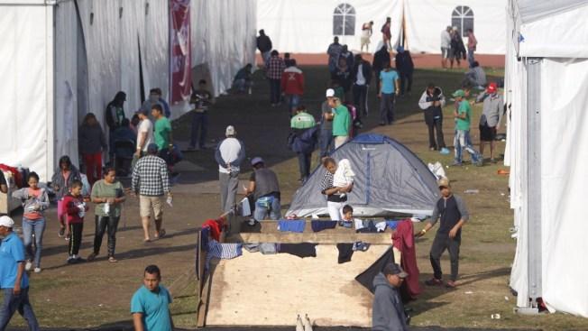Migrantes esperan a AMLO para tomar decisiones
