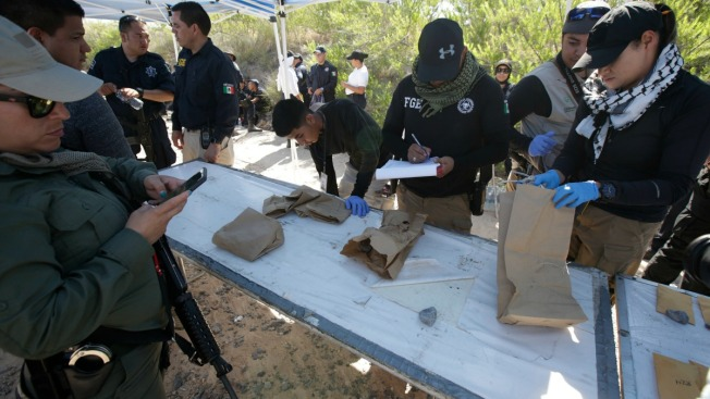 "Hallan 199 restos óseos en ""narcofosa"" fronteriza"
