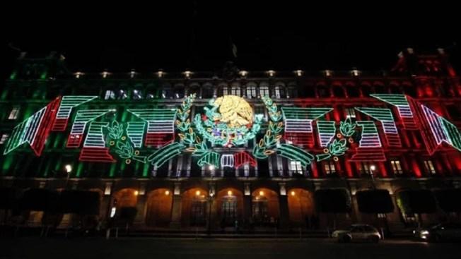 El corazón de México ya luce la iluminación patria
