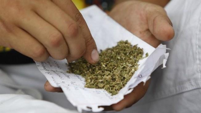 Niña de 3 años expone bolsa de marihuana en parada policial