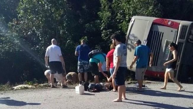 Mueren más de 10 turistas por volcadura en Quintana Roo