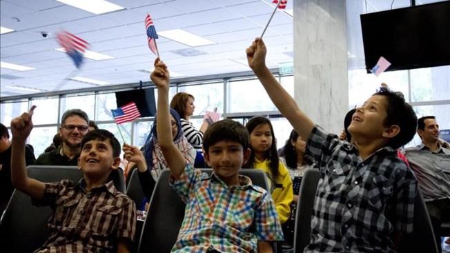 Niños celebran independencia con ciudadanía