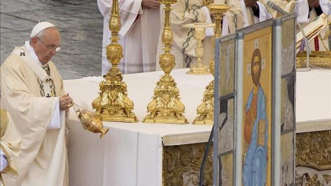 Papa pide alivio para cristianos perseguidos