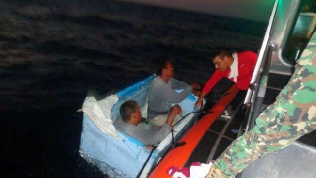 Pescadores sobreviven flotando en una hielera