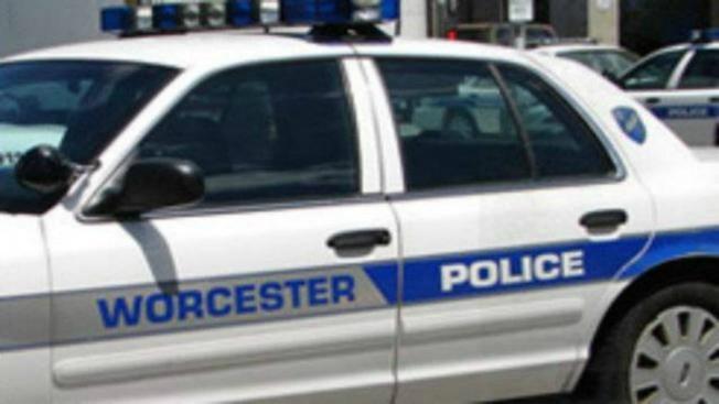 Investigan apuñalamiento en Worcester