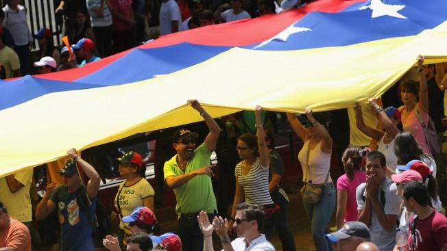 Pueblo venezolano se moviliza en defensa del orden democrático