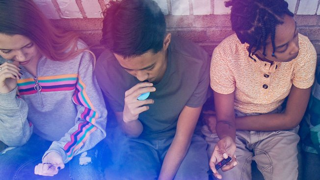 Lo que necesitas saber sobre adolescentes y los cigarrillos electrónicos