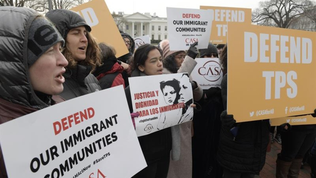 Gobierno pide a salvadoreños con TPS que renueven permiso