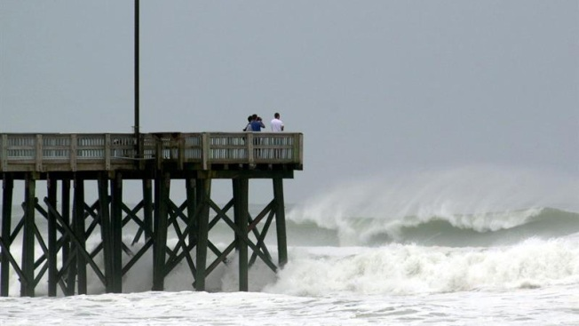 Huracán Leslie se dirige al norte del océano Atlántico