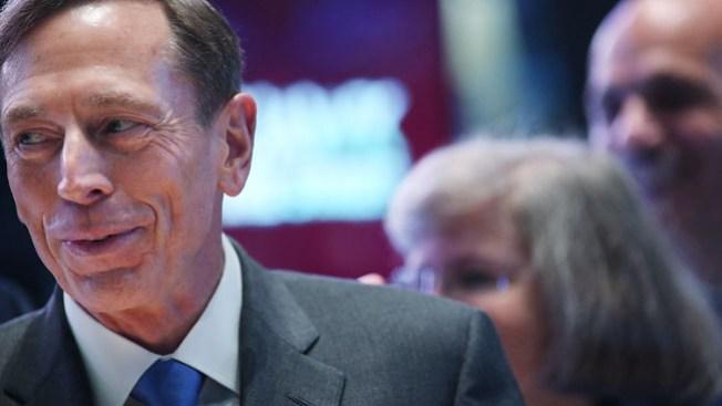 Petraeus: ¿triángulo amoroso?