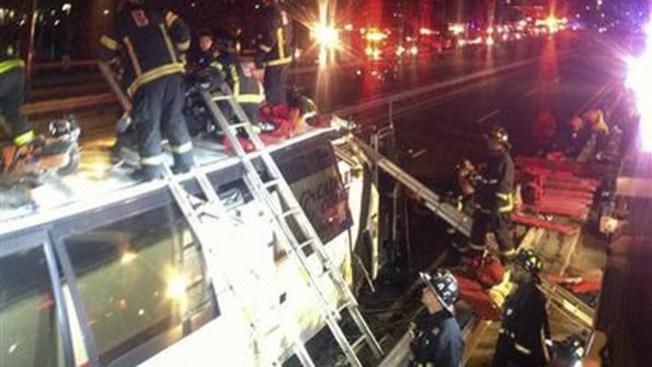 Varios heridos tras choque de bus en Boston
