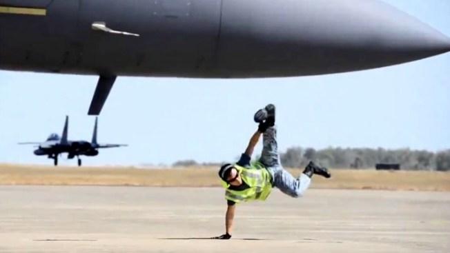 ¿La Fuerza Aérea le paga por esto?