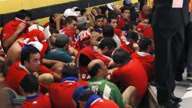 Hinchas chilenos asaltan sala de prensa