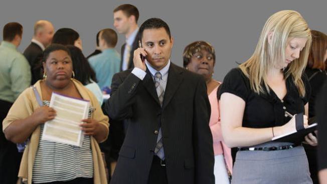 Baja la tasa de desempleo