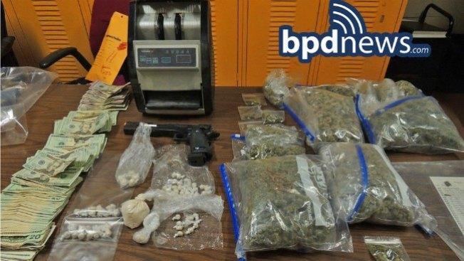 Arrestado con alijo de droga en su casa