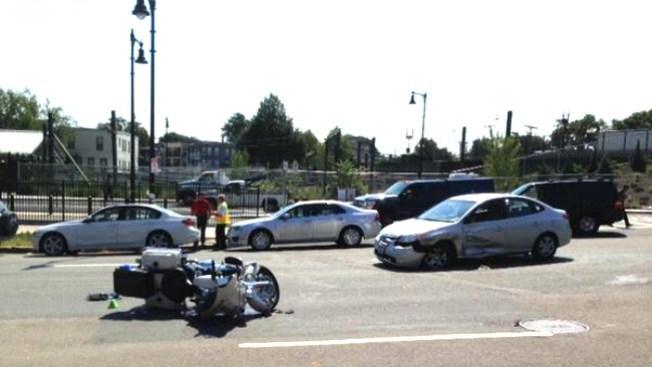 Policías heridos tras choque en East Boston