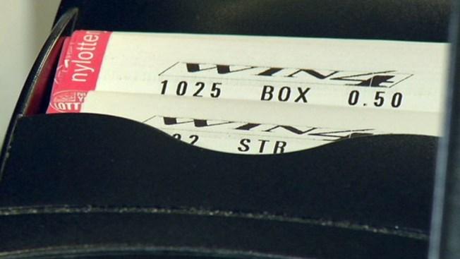 Clama ticket de lotería y no le pagan