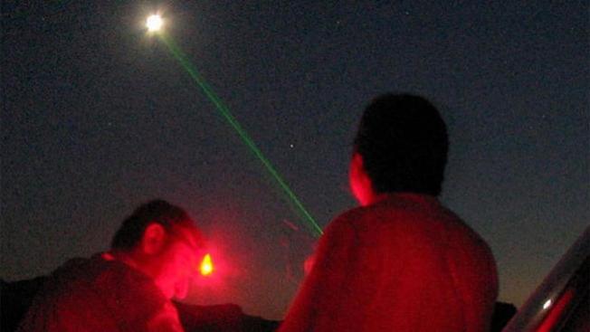 Impactan aviones con láser en Nueva Jersey