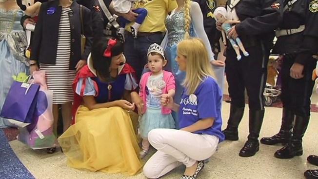 Princesa con cáncer viaja a Disney