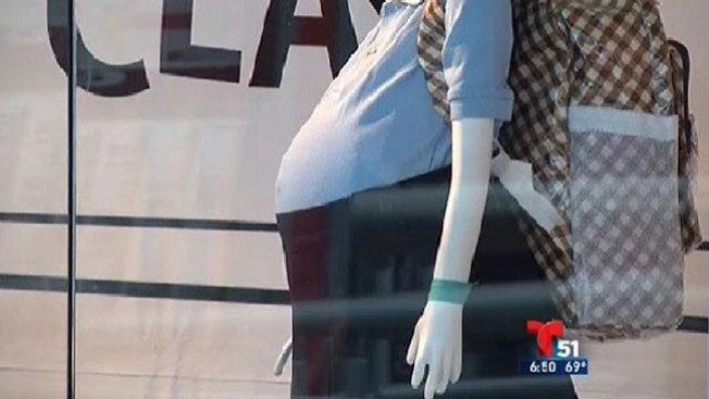Maniquíes encinta causan estupor