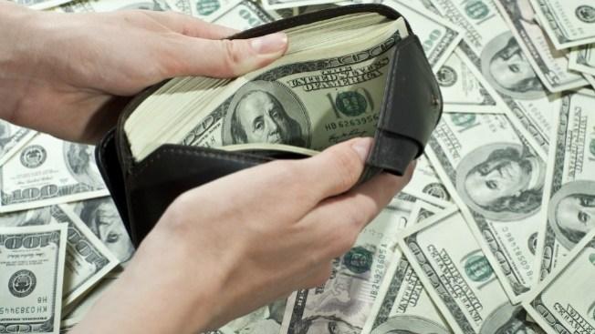Hallan dinero en efectivo, buscan dueño