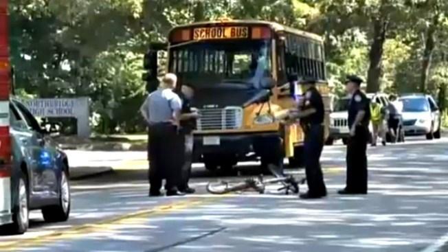 Bus escolar atropella joven en bicicleta