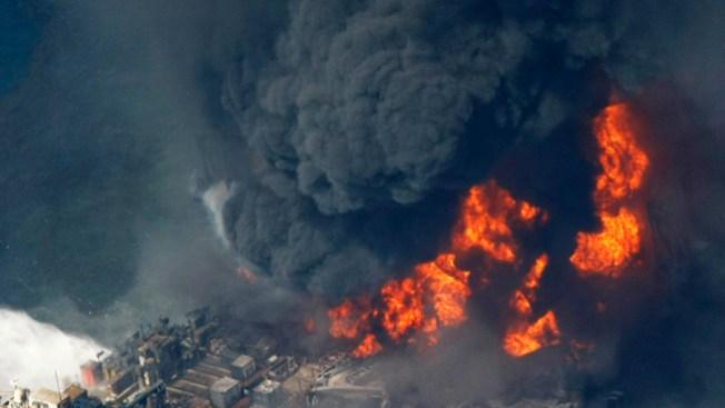 Explota plataforma de petróleo